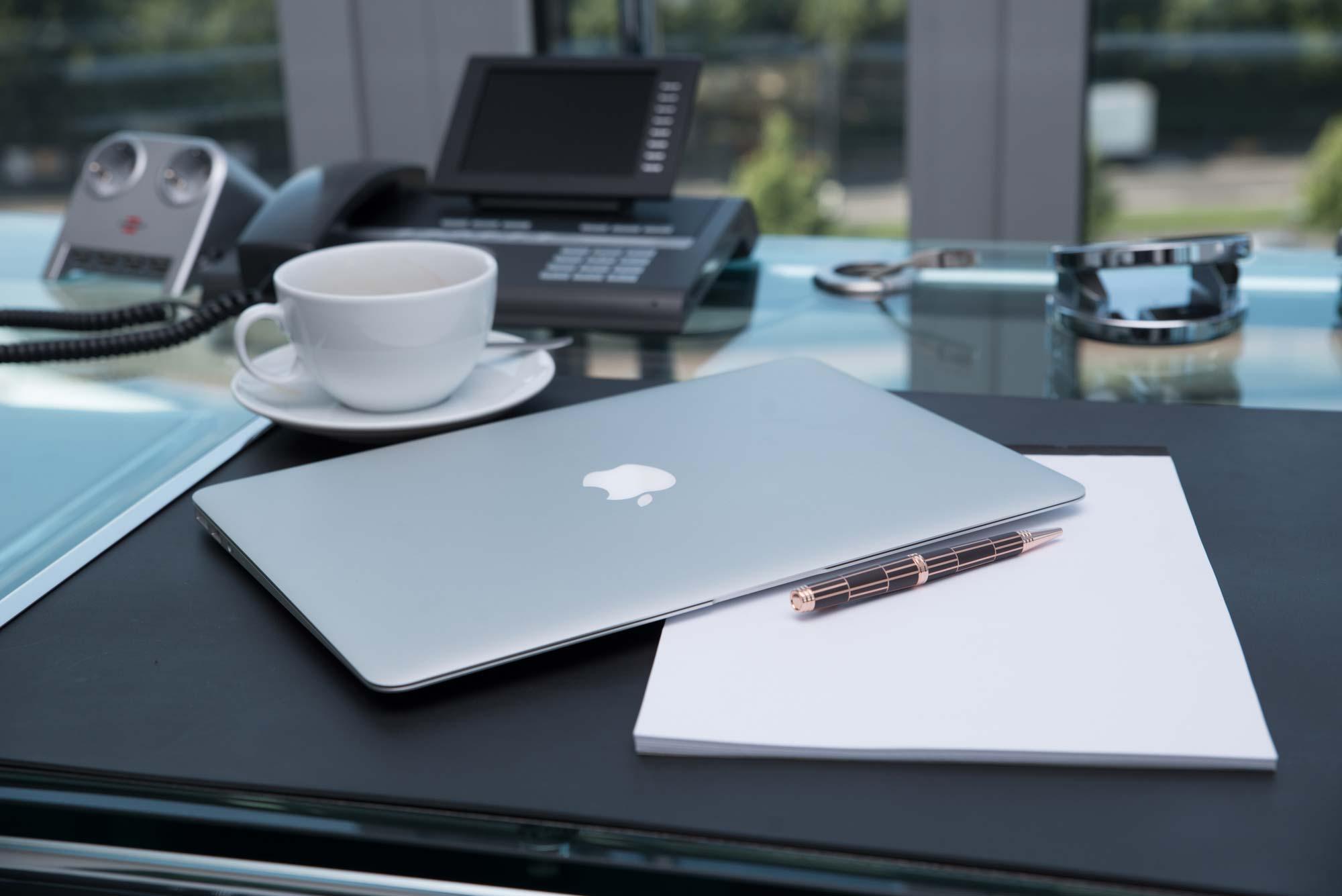 Laptop, Kaffee, Ausblick